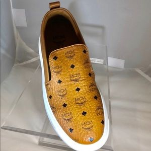 Cognac slip on sneaker w/duster and original box
